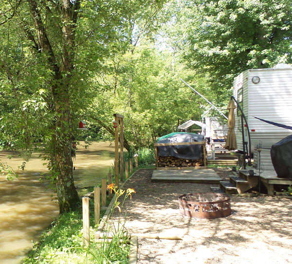 rv-on-river